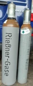 Heliumgas in Flaschen